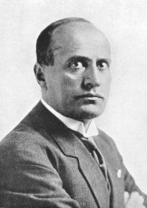 Mussolini thinking / people.opposingviews.com