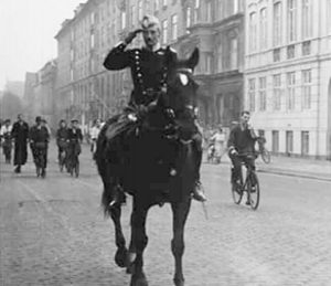 Christian X riding in Nazi-occupied Copenhagen / copenhagenet.dk