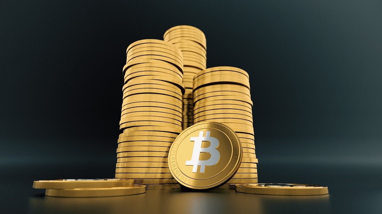 Gold vs. Bitcoin from a historical perspective